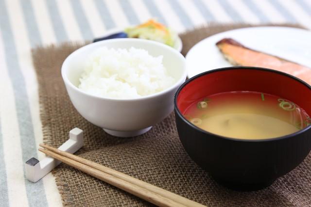 糖質制限でNGの白いご飯