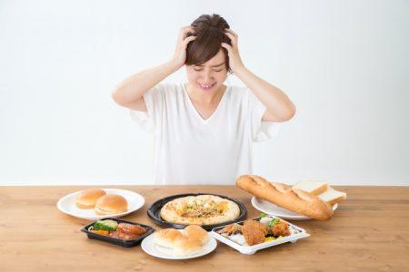 カロリー制限で悩む女性