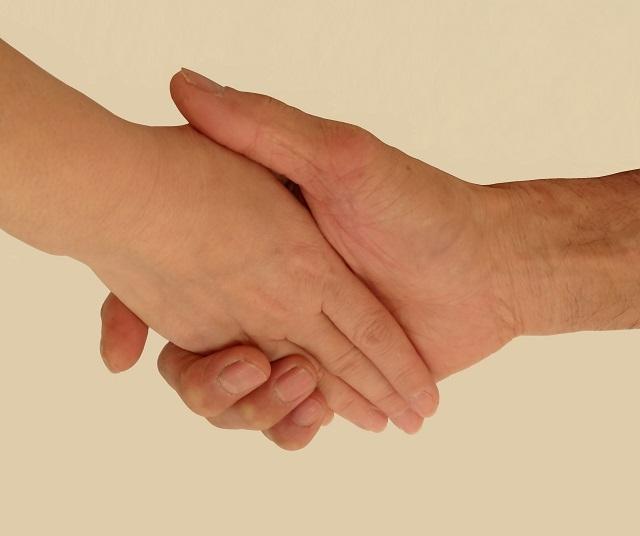 もう一人の自分潜在意識と握手しているところ