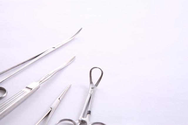 猫の去勢・避妊手術をするための医療道具