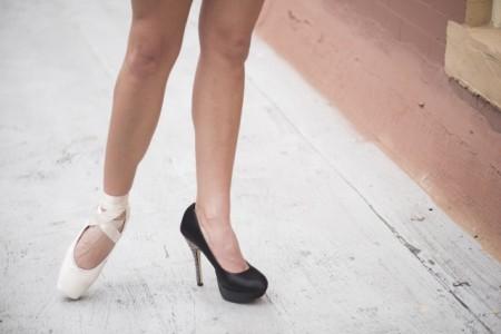 ハイヒールの女性の足